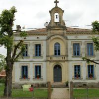Hotel Pictures: La Vieille Ecole, Bourgougnague
