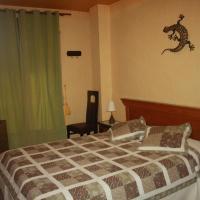 Hotel Pictures: Hostal Restaurante La Diligencia, Cunit