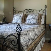 Hotel Pictures: Royal Roads Oceanfront Vacation Rental, Colwood