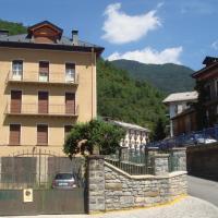 Hotel Pictures: Apartamentos Valles, Broto