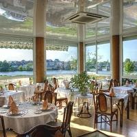 Hotel Pictures: Logis Le Grand Monarque, La Charité-sur-Loire