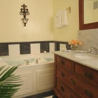 King Suite with Spa Bath - Oge House on the Riverwalk