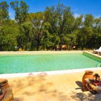 Hotel Pictures: Gîte Au Dolmen Provençal, Cabasse