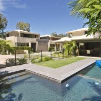 Hotel Pictures: Sonoma Holiday House, Noosaville