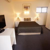 Standard Suite (Courtyard View)