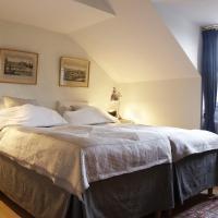 One-Bedroom Apartment - Storkyrkobrinken 4