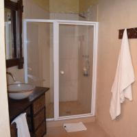 Family Room with Shower (4 Adults)