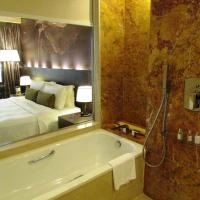 Deluxe Room with Free Upgrade to Club Deluxe Room