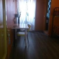 Single Bed in Mixed Dormitory Room with Private Bathroom