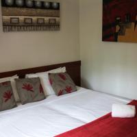 Colonial Queen Suite