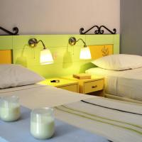Special Offer - Studio (2 - 3 Adults) with Separate Single Beds