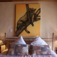 Leopard One-Bedroom Apartment with Balcony