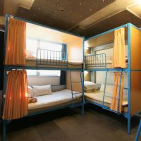 Family Room with Bunk Bed and Shared Bathroom (8 Adults)