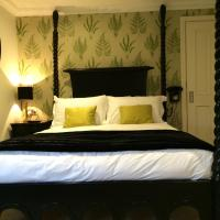 Superior King Room with Four Poster Bed
