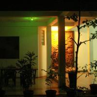 ホテル写真: Hotel WHITEROYAL, Embilipitiya