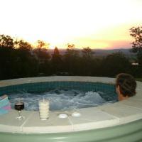 Hotel Pictures: Wallaby Ridge Retreat, North Tamborine