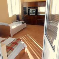 Triple Room with Balcony and Shared Bathroom - 12 Baba Zara Str