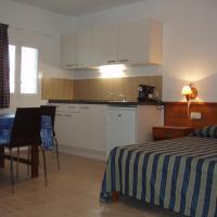 Hotel Pictures: Casa Fara, Es Calo