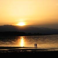 Hotel Pictures: Shorewater Resort, Qualicum Beach