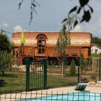 Hotel Pictures: Les Roulottes Viticoles, Saint-Étienne-des-Oullières