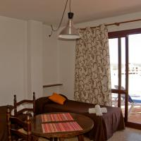 One-Bedroom Apartment with Balcony (1-4 Adults)