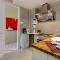 Luxury Three-Bedroom Apartment - Gran Via, 671