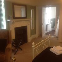 Twin Room with En Suite Bathroom