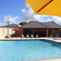 Hotel Pictures: Port Denison Beach Resort, Port Denison