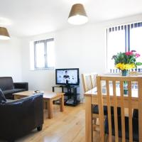 Hotel Pictures: Crompton House Apartments, Barnet