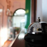 Hotel Pictures: Hostal El Faro, Chipiona