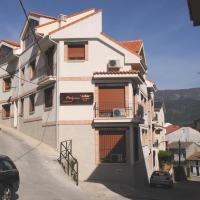 Hotel Pictures: Edificio Reyes, La Adrada