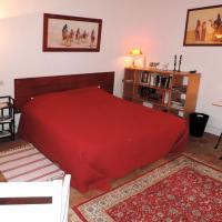 Hotel Pictures: Chambre d'Hôtes Rue des Fougères, Louviers