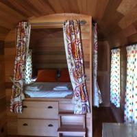 Wooden Caravan (2 Adults)