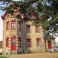 Hotel Pictures: Chateau Lezat - Chambres d'Hotes et Table d'Hotes, La Souterraine