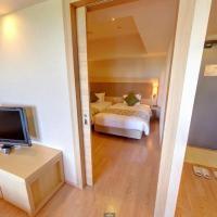 Deluxe One-Bedroom Twin Room