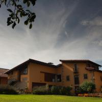 Hotel Pictures: Apartamentos Rurales La Casa Vieja De Silió, Silió