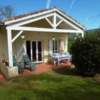 Hotel Pictures: Cottages Melanie & Menezil, Loubens