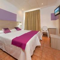 Hotel Pictures: Hostal Adelino, San Antonio