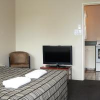 One-Bedroom Apartment with 1 Queen Bed + 2 Single Beds