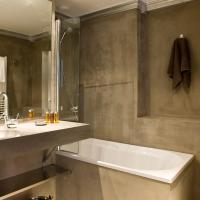 Double Room with Shower with City View