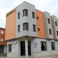 Hotel Pictures: Hostal Restaurante Cuatro Caminos, Calera y Chozas