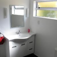 Deluxe One-Bedroom Apartment 7