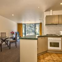 Gorge Road Two Bedroom Apartment with Mountain View - Offsite