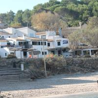 Hotel Pictures: Barques 1, Cala de Sant Vicent