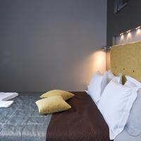 Top floor Luxury Designed One - Bedroom Apartment with Bath on Khreschatyk 17