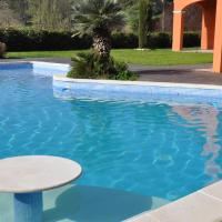 Hotel Pictures: Villa Celia, Peypin