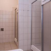 Three-Bedroom Apartment (13 Adults) Top 6