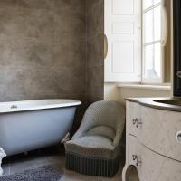 Deluxe Queen Room with Bath