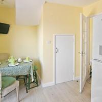 Hotel Pictures: Corner Cottage, East Preston