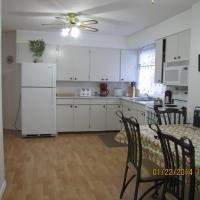 Hotel Pictures: Puntledge River Vacation Home, Courtenay